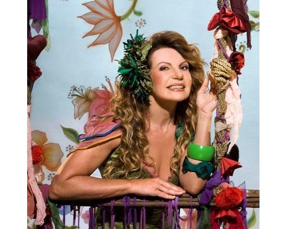Em 1999, a Vila Isabel teve como enredo a cidade de João Pessoa e convidou a cantora paraibana para ser rainha da bateria da escola.<br>