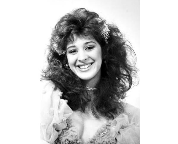 A atriz e dançarina foi a primeira rainha de bateria da Imperatriz Leopoldinense, em 1987.<br>