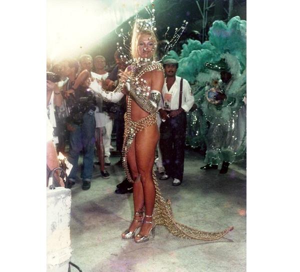 A ex-modelo foi a primeira famosa a ocupar o posto de rainha de bateria do Carnaval, desbancando as passistas que ocupavam tradicionalmente a função. Foi também a primeira a fazer topless na avenida, pela Mocidade, quando seu biquíni de strass arrebentou.<br>