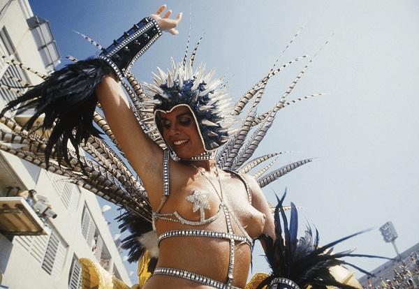 Apesar das controvérsias, é tida como a primeira rainha de bateria do Carnaval. Alguns consideram que a figura surgiu na década de 70, quando a mulata Adele Fátima puxou a bateria da Mocidade, fato inédito até então. Em 1984, a mesma escola de samba desfi<br>