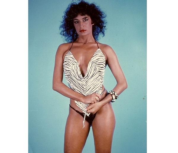 Símbolo sexual dos anos 80 o lado de Monique Evans e Luiza Brunet, a atriz e modelo ficou famosa após ganhar 40 000 dólares de indenização pelo uso indevido da imagem de seu bumbum por uma agência de publicidade. Em 1989, roubou a cena ao ser a primeira m<br>