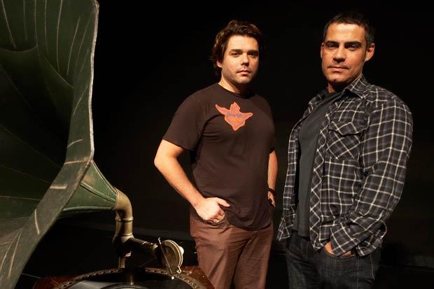 A dupla Charles Möeller e Claudio Botelho fechou o ano com três musicais em cartaz, simultaneamente, e já se preparava para concretizar suas versões de outros quatro espetáculos da Broadway para 2009. Por suas bem-sucedidas superproduções, eles foram o de<br>