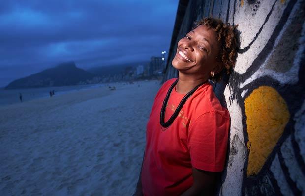 A cantora e compositora nascida em Vila Isabel se livrou da sombra do pai, o sambista, Martinho da Vila, e criou sua própria carreira. Com seu sétimo disco solo, Madrugada, Mart?nália lotou o Vivo Rio com quase 2 000 fãs e cumpriu em 2008 sua maior agend<br>