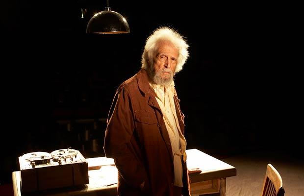 Aos 85 anos, Sérgio Britto fascinou público e crítica com A Última Gravação de Krapp/ Ato sem Palavras 1, que reúne duas peças curtas de Samuel Beckett. O ator, falecido em dezembro de 2011, foi o homenageado do ano por VEJA RIO.<br>
