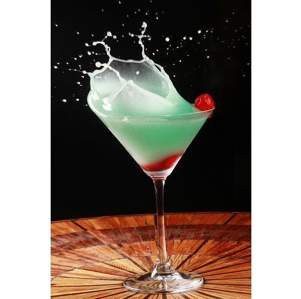 A bebida que leva o nome da casa é uma criação do sommelier e maître Valmir Pereira. Na receita, curaçau, suco de abacaxi, vodca e cereja (R$ 14,00). Rua Duvivier, 21, Copacabana, tel. 2295-7474.<br>