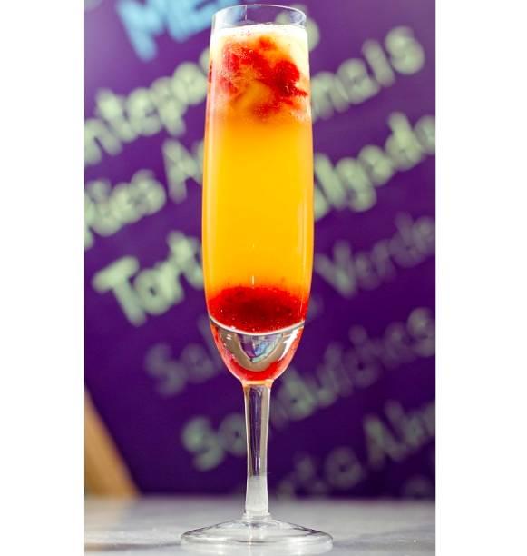 Drinque preparado com frutas vermelhas e vinho branco (R$ 25,00 a taça). MP Tortas Boutique. Avenida das Américas, 15000, loja R, Recreio, tel. 3592.3330 / 3331.<br>