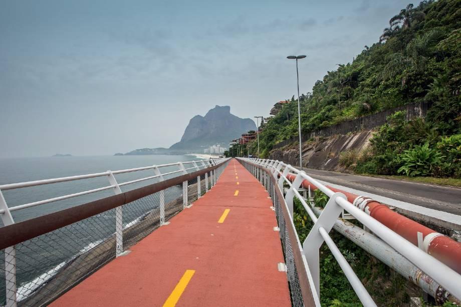 4) Ciclovia Niemeyer: Com 3900 metros de extensão e 2,5 metros de largura, a pista à beira-mar irá do Mirante do Leblon até o Hotel Nacional e terá também trechos compartilhados com pedestres. › Janeiro de 2016