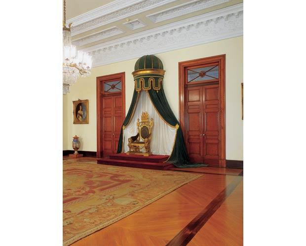 Ambiente mais importante do palacete, a Sala de Estado era utilizada pelo Imperador para receber visitas oficiais<br>