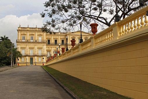 A reforma do entorno do Museu Nacional incluiu a pintura de 800 metros quadrados<br>