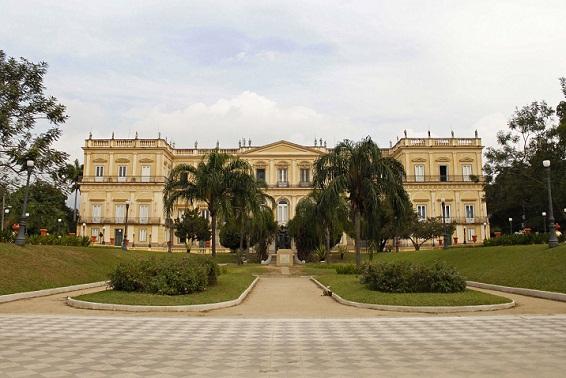 No famoso jardim em frente ao palacete foram plantadas 2050 mudas<br>