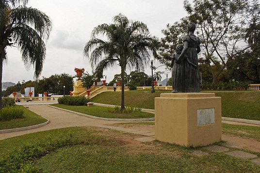 Também foram restaurados postes, monumentos e vasos ornamentais<br>