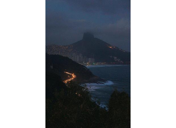 A vista inclui ainda o Morro Dois Irmãos, a Rocinha e o Vidigal<br>