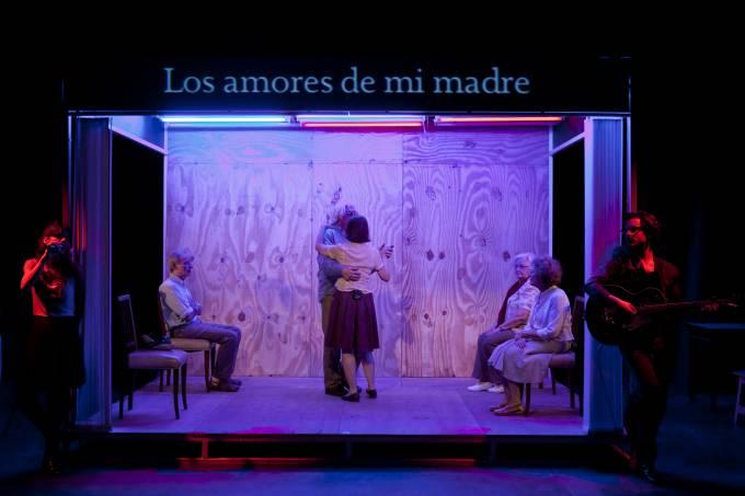 teatro-3_espetaculo-melancolia-y-manifestaciones_direcao-lola-arias.jpeg