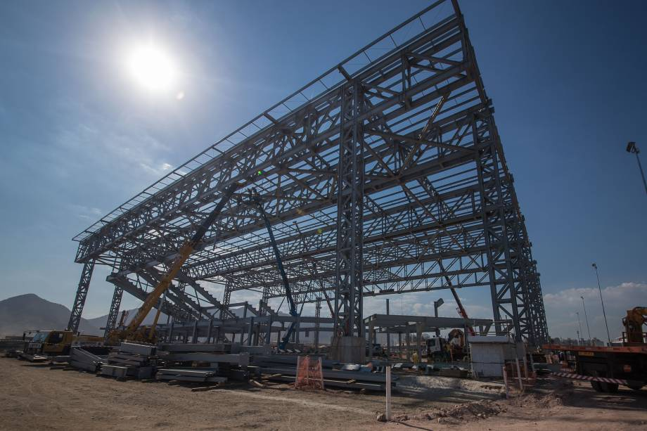 Com estrutura temporária, os pilares da Arena do Futuro