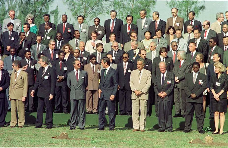 Líderes de 108 países, como George Bush e Fidel Castro, reuniram-se numa conferência de cúpula para discutir as propostas de desenvolvimento sustentável que deram origem à Agenda 21