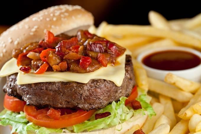 banana-jack-burger-02-media.jpeg