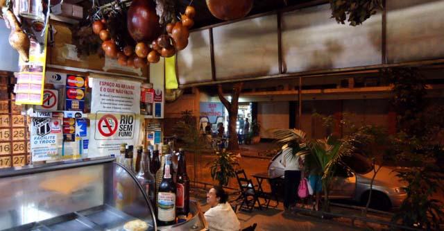 O bar Adega da Velha, em Botafogo, abriu na década de 1960.