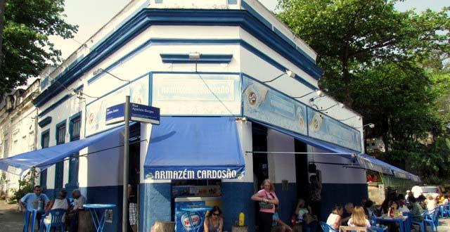 O Armazém Cardosão é um tradicional boteco do bairro de Laranjeiras.