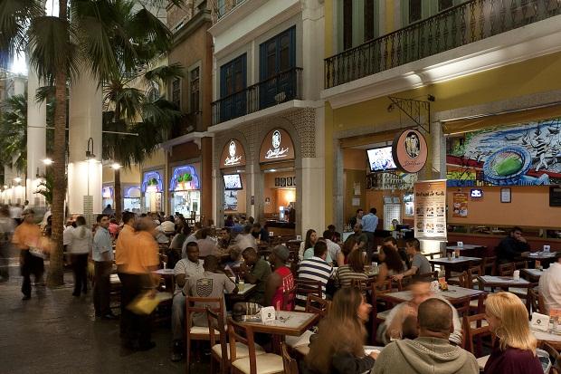 Criado em 1952, o bar Adonis tem tradição em Benfica.
