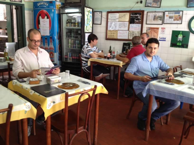 O bar da Dona Maria está aberto desde 1950, na Tijuca.