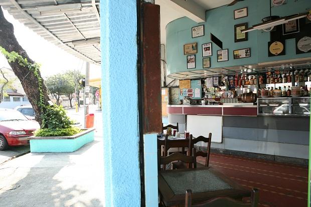 O bar Amendoeira, no bairro de Maria da Graça, faz história desde a década de 1950.