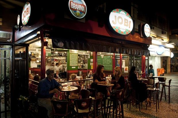 O Jobi, no Leblon, está aberto desde 1956 e até hoje mantém a casa sempre cheia.