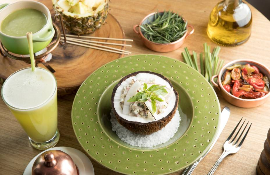 Ceviche de peixe, coco epalmito (R$ 43,00), entreoutras delícias: criaçõesda chef Morena Leite
