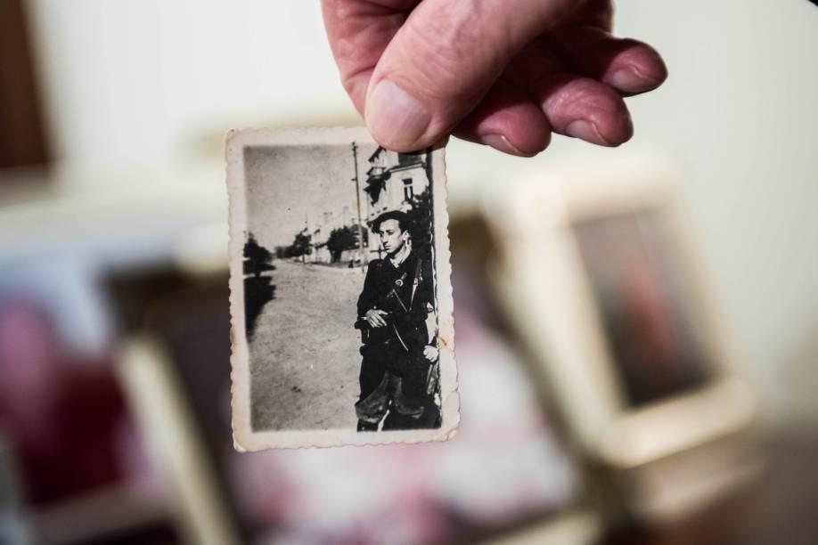 Fotografias e documentos antigos são expostos
