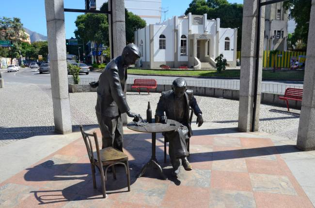 Estatua-de-bronze-Noel-Rosa-Vila-Isabel