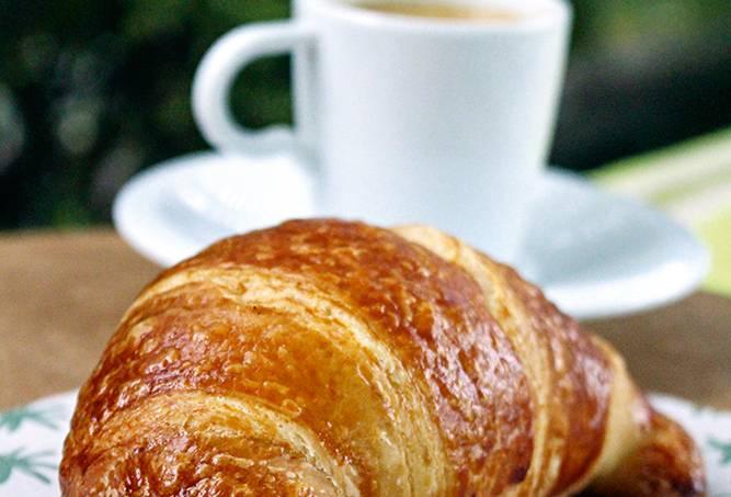 comidinhas-tl-casa-carandai_croissant_credito-mariana-garcia-2-jpg.jpeg