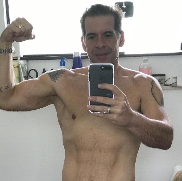 O resultado do emagrecimento: músculos aparentes