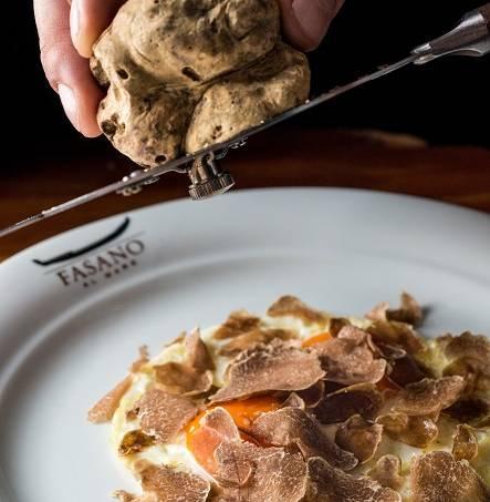 restaurantes-tl-pag-54-uova-fritte-al-burro-e-tartufo4_fasano-al-mare_tomas-rangel_baixa.jpeg