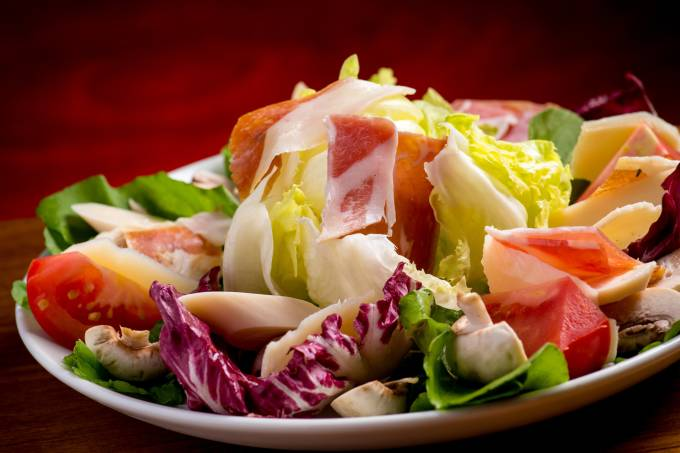 salada-cozzi_misto-de-folhas-com-parma-palmito-tomate-champignon-pari.jpeg