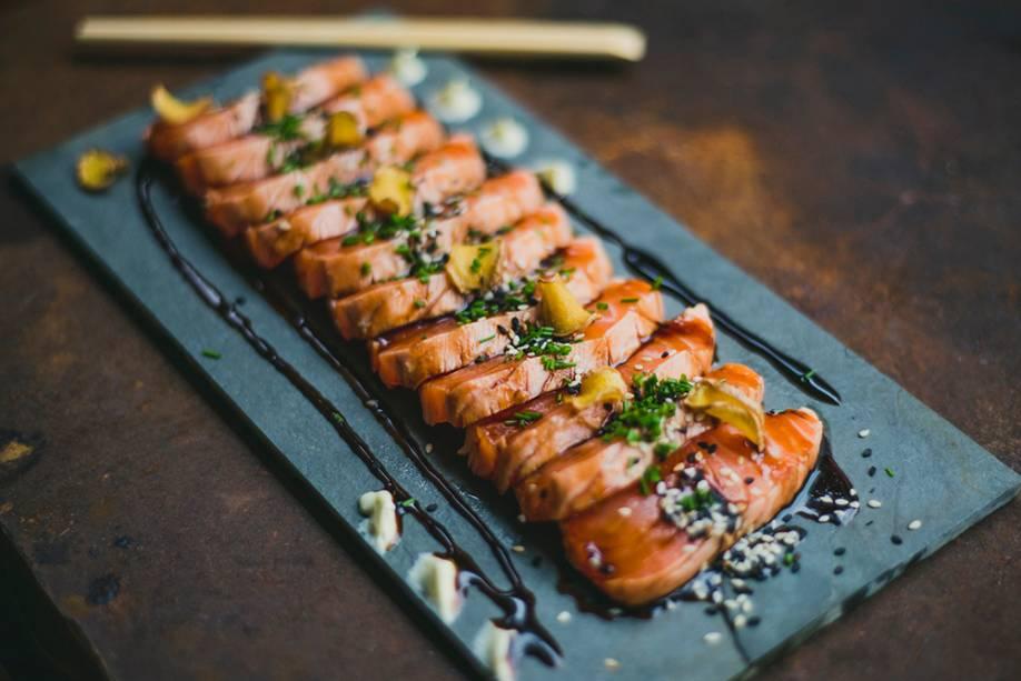 Sobe_salmão selado com teriyaki de abacaxi