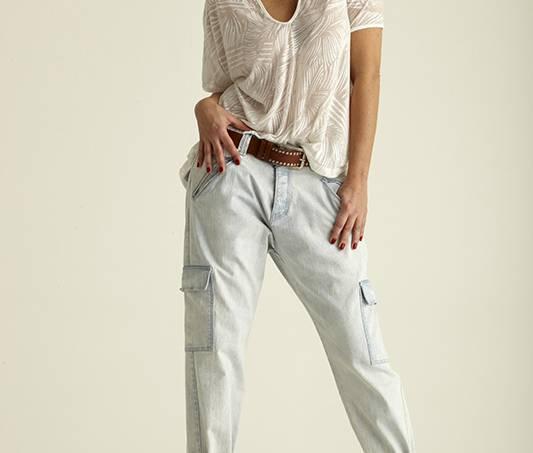 isabella-teixeira-modelo-com-calca-jeans-boyfriend-da-ellus-2nd-floor-camiset_-42235596.jpeg
