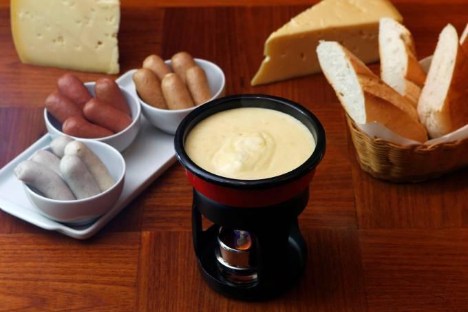 deli-43-pavelka_fondue1_fabio-rossi.jpeg