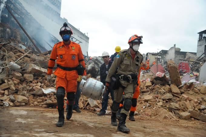980706-explosao_sao-cristovao-bombeiros-1712.jpeg