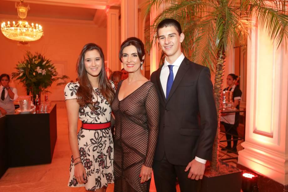 Fátima Bernardes com os filhos, Vinicius e Beatriz