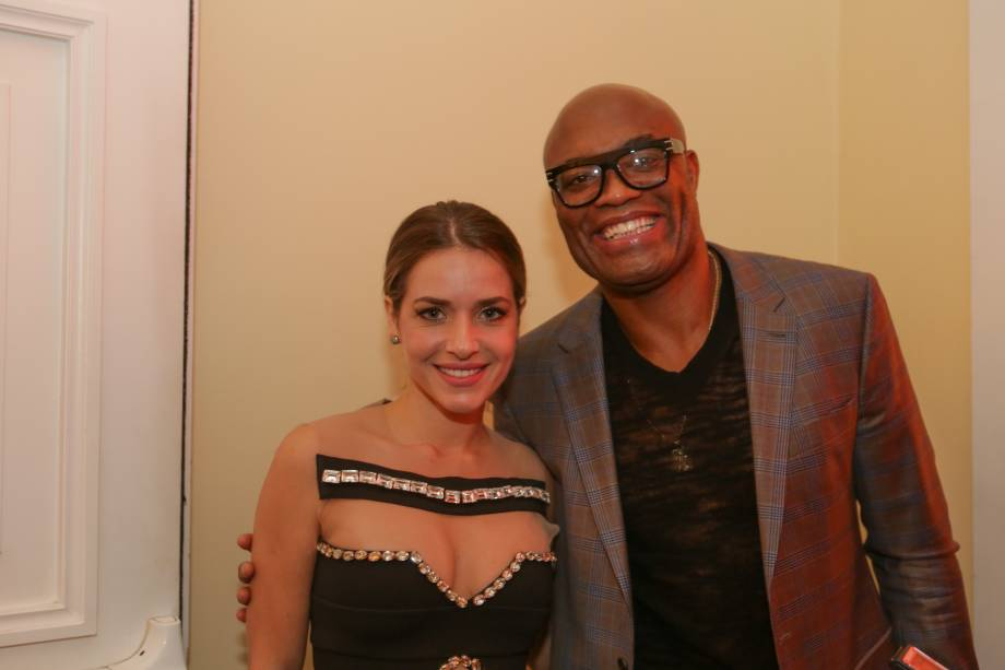 O lutador Anderson Silva e a atriz Monique Alfradique