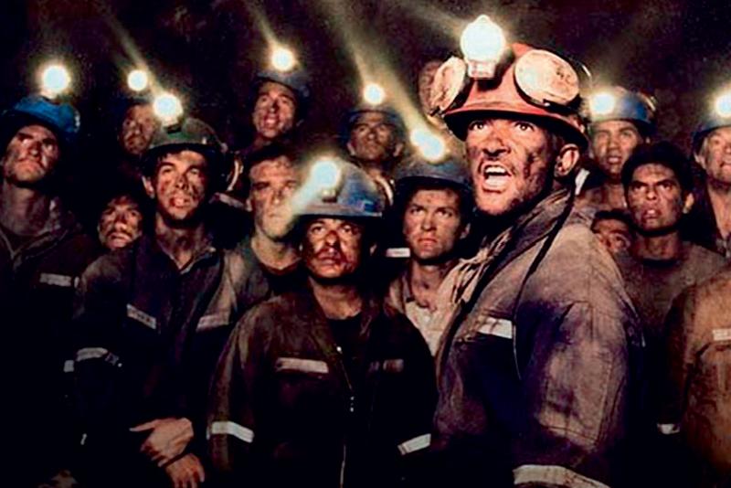 Antonio Banderas (à frente): no pelotão de mineiros de Os 33