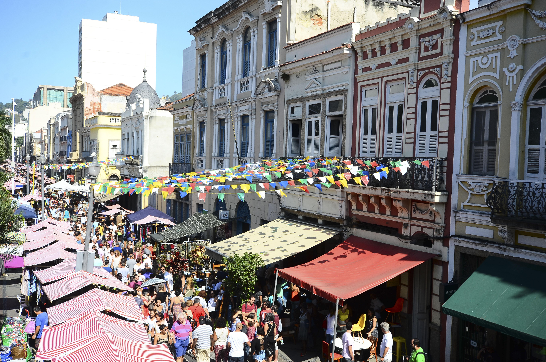 Feira do Rio Antigo movimenta a Rua doLavradio