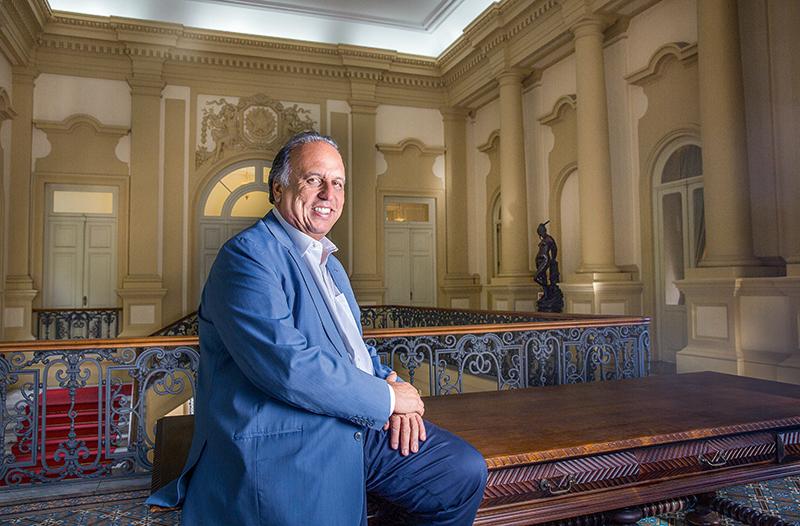 Luiz Fernando Pezão no Palácio Guanabara: informalidade e ritmo frenético de trabalho