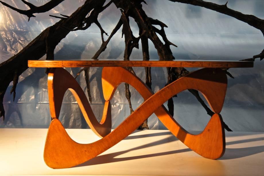 Mesa de centro em compensado naval para Fábrica de Móveis Artisticos Z, do designer Zanine Caldas.
