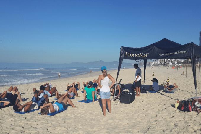 ginastica-funcional-na-praia.png