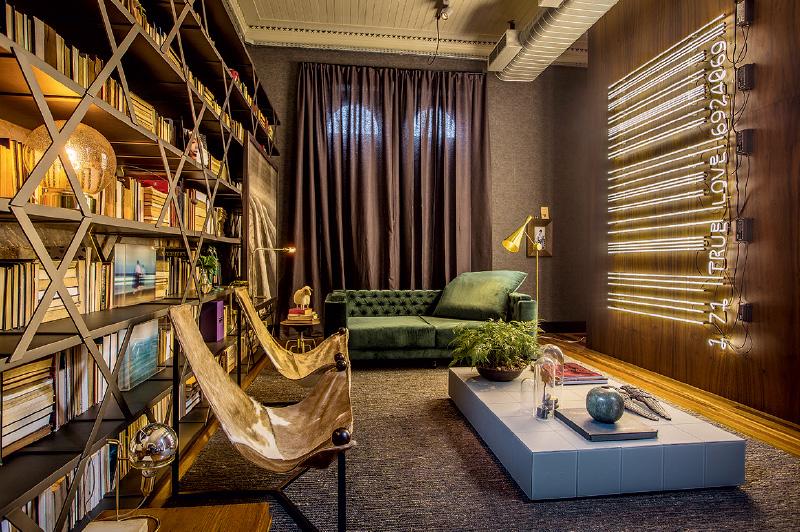 O sobrado Studio ro+ca, de Carlos Carvalho e Rodrigo Beze, prioriza em 45 metros quadrados o estilo industrial, que tira proveito das estruturas originais