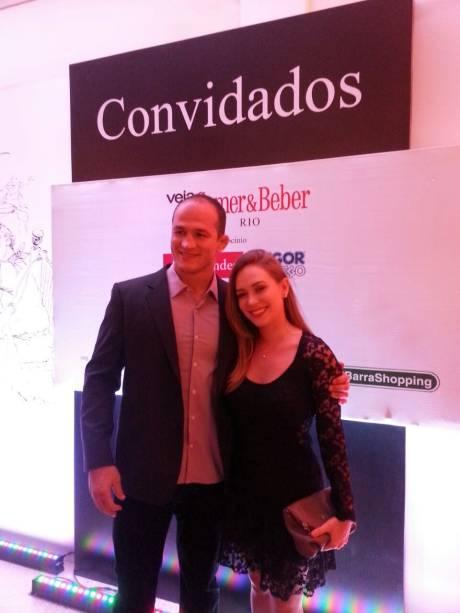 O lutador de MMA Junior Cigano e a namorada Isadora Santos