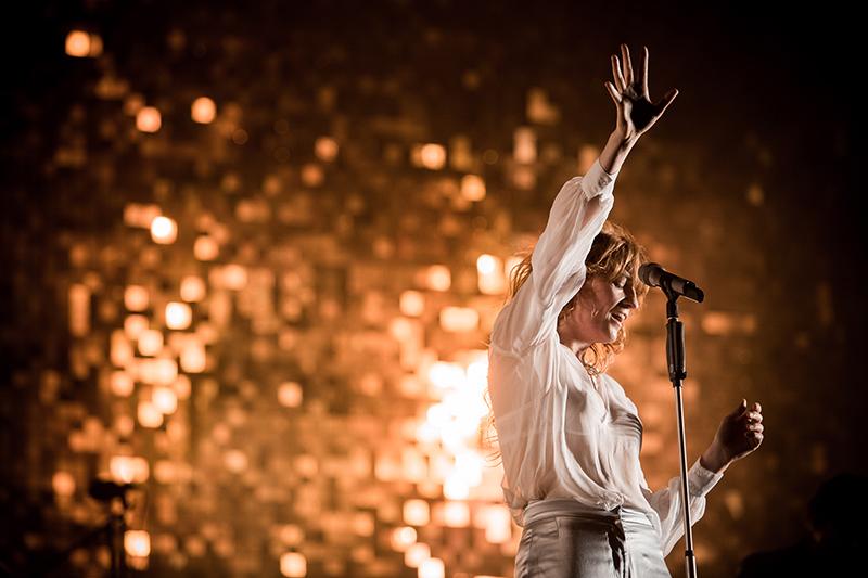 Florence Welch: a cantora e sua banda se apresentam ao lado do Mumford & Sons no Metropolitan