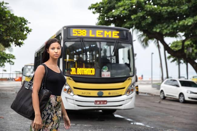 Nicole ônibus