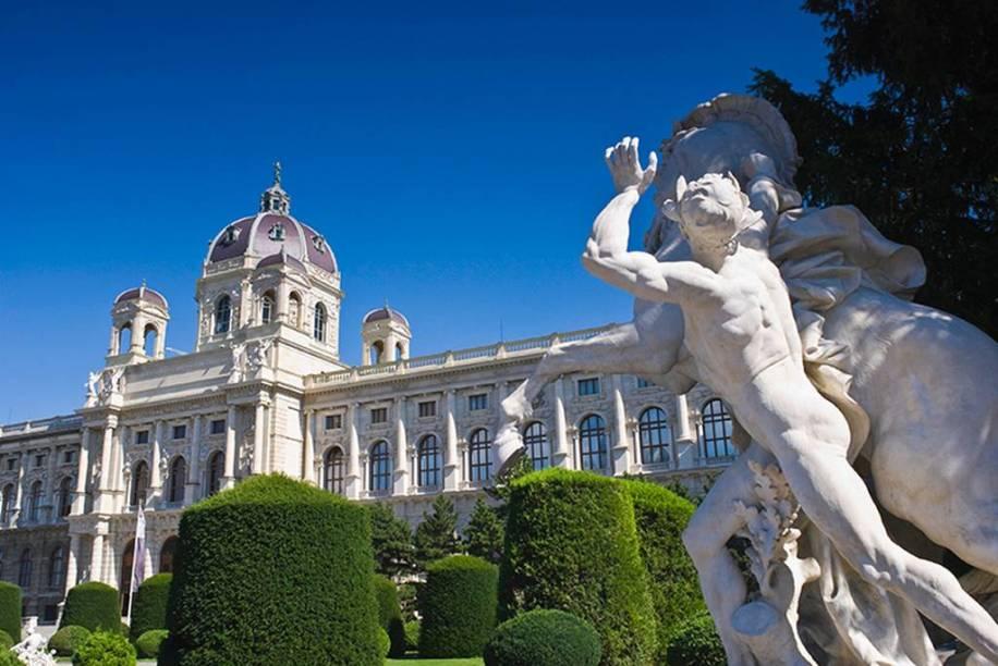 Lar dos compositores Mozart e Beethoven, Viena, na Áustria, mostra que a arquitetura clássica pode conviver harmoniosamente com o que há de mais moderno em projetos urbanos.