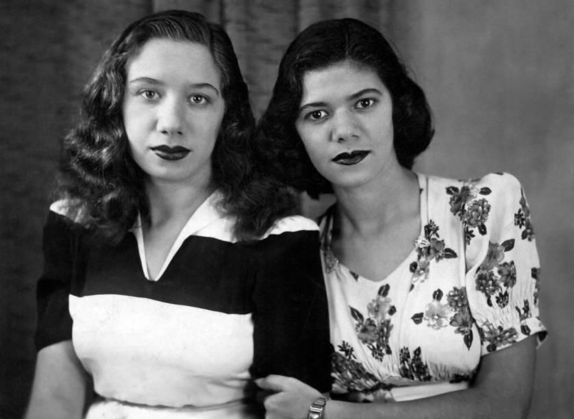 Com a irmã Bela, nos anos 50
